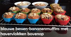 #Blauwebessen-#bananen-#muffins met #havervlokken bovenop.