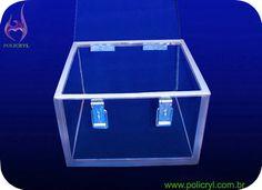 Caixa feita em acrílico com travas e vedação.  Box done in acrylic with latches and sealing.