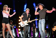 : Photo Taylor Swift hits the stage with Keith Urban and Tim McGraw at the 2013 CMA Music Festival on Thursday evening (June in Nashville, Tenn. The singer… Taylor Swift Cma, Taylor Swift Guitar, Cma Music Festival, Cma Fest, Cmt Music Awards, Cma Awards, Country Music Association, Nashville News, Swift Photo