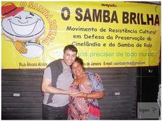 """REVISTA SAMBA CONEXÃO NEWS - Curta nossa página:https://www.facebook.com/conexaosambar/… SITE: http://revistasambaconexao.clikrcs.com.br/  """"O SAMBA Brilha"""" com Poesia, Liberdade e principalmente da Resistência.  Foto: cantora/compositora Michelli Arêas — em O Samba Brilha."""
