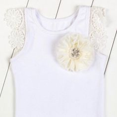 Lace Georgette cotton tee with floral pin