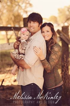 rustic family photo, country fence- Love it!rustic family photo, country fence- Love it! Rustic Family Photos, Family Photos With Baby, Family Of 3, Fall Family Pictures, Family Picture Poses, Family Photo Sessions, Cute Family, Baby Family, Family Posing