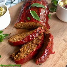 Gyerekként annyira nem rajongtam a húsért, de fasírozottal mindig nagyon könnyen megvehetett bárki. A fasírozottat minden formában szerettem bár leginkább golyózva, mert úgy játék közben is elfért az egyik kezemben viszont az egyszerűség kedvéért sokszor kaptuk tepsiben sült formában. Amióta vegán… Vegetarian Recepies, Vegan Vegetarian, Low Carb Recipes, Vegan Recipes, Vegan Blogs, Vegan Life, Clean Eating Recipes, Vegetable Recipes, Healthy Snacks