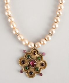 Chanel : gold and faux pearl jeweled pendant vintage choker
