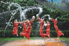 Experience the wonder of the Myanmar Overseas Chinese Water Festival! Celebrate the New Year and see off the old by sprinkling water and offering prayers. Laos, Chinese Celebrations, Vietnam, Overseas Chinese, Cheap Places To Travel, Festivals Around The World, Folk Dance, Thing 1, Mandalay