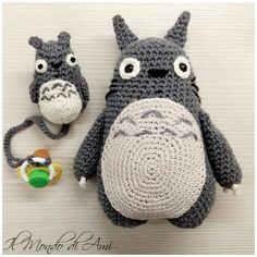 Pupazzo e portaciuccio Totoro #totoro #amigurumi #crochet #handmade #fattoamano #uncinetto #filato #yarn #anime #miyazaki #pacifier