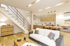 """女性目線の""""あったらいいな""""を叶える住まいMOTENA[瑞樹モデル] コーワの家写真集 注文住宅 石川県金沢市 Small House Design, Bed Design, Muji Home, Minimal Home, Luxury Living, Townhouse, Minimalism, Floor Plans, Stairs"""