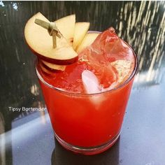 Sunset Solero Cocktail - For more delicious recipes and drinks, visit us here: www.tipsybartender.com