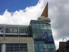 Het ijsje van Claes Oldenburg De Neumarkt galerie in Keulen