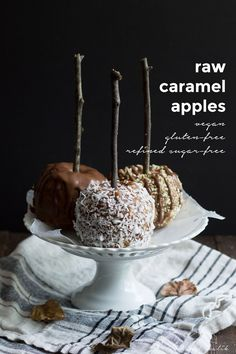 Raw caramel apples - a deliciously healthy makeover of a classic fall treat. Made from dates and nut butter, topped with raw ganache. I would have to make these lower carb. Raw Dessert Recipes, Raw Desserts, Paleo Dessert, Raw Food Recipes, Yummy Treats, Sweet Treats, Best Paleo Recipes, Healthy Vegan Snacks, Vegan Food