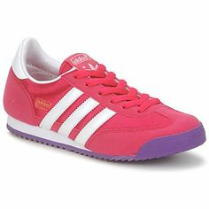 This modern version has been updated by adidas Originals for children and they combine style, a lightweight design, and durability.
