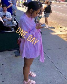 Cute Maternity Outfits, Stylish Maternity, Maternity Pictures, Studio Maternity Photos, Maternity Styles, Maternity Swimwear, Pregnancy Goals, Pregnancy Outfits, Pregnancy Photos