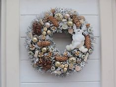 Clarah / Vianočný veniec Burlap Wreath, Christmas Wreaths, Holiday Decor, Home Decor, Christmas Garlands, Homemade Home Decor, Holiday Burlap Wreath, Decoration Home, Burlap Garland