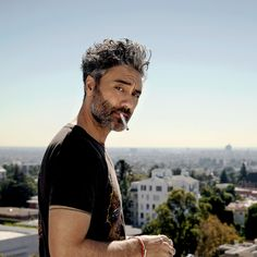 The manic, genius energy Taika Waititi brings to set makes the likes of Chris Hemsworth, Cate Blanchett, and Tessa Thompson want to work with him. Beautiful Men, Beautiful People, Taika Waititi, Tessa Thompson, Man Crush, Crush Crush, Funny People, Celebrity Crush, Pretty People