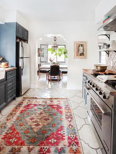 When I saw this kitchen remodel by Emily Henderson I fell in love. I happen to really like Spanish style homes, but I like to see them done in a fresh, updated way. This kitchen went from a dark, Tuscan vibe to a cheery, light and bright space. It's a bea Spanish Style Homes, Spanish House, Spanish Style Kitchens, Spanish Kitchen Decor, Spanish Home Decor, Spanish Style Interiors, Spanish Revival Home, Mediterranean Kitchen, Modern Style Homes