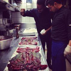 Préparation du #lièvre à la royale en #cuisine Alberto Rebolledo et Luigi Taraud  #plat de #gibier de #saison  plat d'anthologie qu'il faut déguster absolument... #bistronomie #restaurant #paris #paris10
