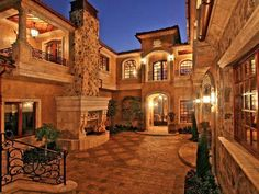 This spacious Italianesque #courtyard would complement every farmhouse exceptionally well!