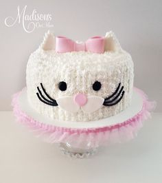 30 Cute Cat Birthday Party Ideas - Pretty My Party - Party Ideas - The Best Cat Party Ideas Birthday Cake For Cat, Cute Birthday Ideas, 2nd Birthday, Birthday Parties, Kitty Party, Little Girl Cakes, Little Girl Birthday Cakes, Animal Cakes, Occasion Cakes