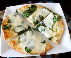 White Pita Pizza.. super easy to make! Great for quick dinner for one. Pizza arménienne aux épinards, oignons sautés et fera (sans sauce)
