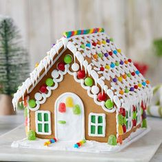 gingerbread house template Made using only three ingredients, this easy royal icing recipe is great for outlining and flooding sugar cookies, decorating gingerbread houses, a Homemade Gingerbread House, Gingerbread House Patterns, Gingerbread House Template, Cool Gingerbread Houses, Gingerbread House Parties, Gingerbread Decorations, Christmas Gingerbread House, Royal Icing Decorations, Ginger Bread House Diy
