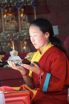 Khandro la (Tsheringma Oracle)