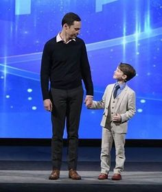 'Young Sheldon' star, Iain Armitage, looks up to Jim Parsons from 'The Big Bang Theory'. Iain can be seen wearing Appaman's popular Mod Linen Suit. This suit seems to be a favorite among celebrity kids! https://www.appaman.com/products/linen-mod-suit?variant=35425610310