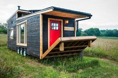 This is the Greenmoxie tiny house on wheels. Built in Ontario Canada, it's completely sustainable and off-grid ready. Please enjoy, learn more, and re-share below. Thank you! Amazing Greenmox…