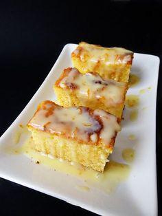 White Chocolate and Orange Brownie - Brownie de Chocolate Blanco y Naranja Brownie Recipes, My Recipes, Sweet Recipes, Snack Recipes, Dessert Recipes, Desserts, Yummy Snacks, Yummy Food, Peach Cake