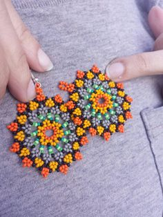 Mandala style earrings by LeridasBeads on Etsy - DIY Schmuck Seed Bead Jewelry, Bead Jewellery, Seed Bead Earrings, Beaded Earrings, Etsy Earrings, Beaded Flowers Patterns, Beaded Jewelry Patterns, Beading Patterns, Bead Loom Bracelets