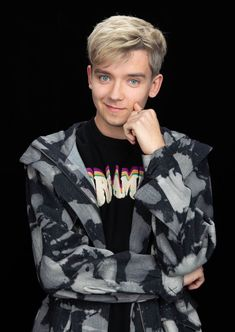 Asa Butterfield rocking his new look promoting Sex Education at Build Series today in NYC! Asa Buterfield, Men Abs, Ugly Men, Nick Carter, Raining Men, Celebs, Celebrities, Handsome Boys, Boyfriend Material