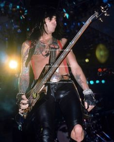 I Need To Pee, Motley Crue Nikki Sixx, Badass Pictures, Jim Morrison Movie, Vince Neil, Star Wars, Glam Metal, Tommy Lee, Heavy Metal Music