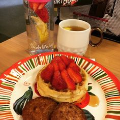 When you have breakfast at your desk...because you were running late. Gluten-free waffles with fresh strawberries meatless breakfast patties and pure maple syrup. Rooibos tea and fruit infused water are my accomplices. #BreakfastOfChampions