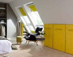 Raum Im Dachgeschoss Mit Cleveren Unterbringungsmöglichkeiten