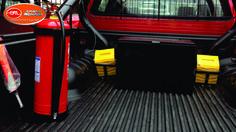 Cuña de poliuretano, Caja metálica con cerradura en acero inoxidable de seguridad, porta extintor.
