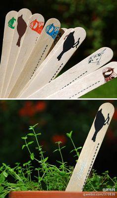 英国艺术Kim jenkins家制作的书签(hand-foiled plant labels?)让我们知道原来冰糕棒不光可以做车做船也可以做成这么漂亮的书签!