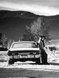 Image shared by herbelin. Find images and videos about supernatural, Jensen Ackles and dean winchester on We Heart It - the app to get lost in what you love. Supernatural Wallpaper, Winchester Supernatural, Supernatural Tv Show, Supernatural Bunker, Supernatural Cosplay, Sam E Dean Winchester, Winchester Brothers, Sam Dean, 1967 Chevy Impala