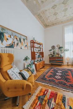 Nordic Living Room, Home Living Room, Moving Furniture, Furniture Layout, Home Comforts, Floral Rug, Mid Century Modern Design, Room Interior, Interior Design