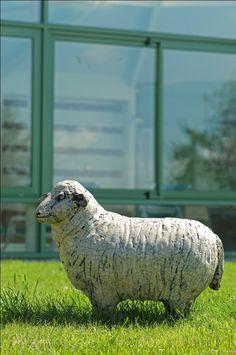 Blaquière - Moutons Raku de Joanna Hair - Exposition Grands Formats jusqu'au 28 octobre, 1er parcours en plein air d'art contemporain, sculpture (Parc du Domaine des Roches, Briare - Loiret).