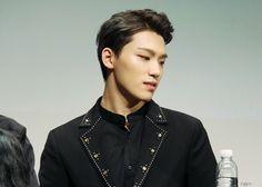 Dino (Lee Chan) << an actual God