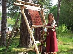 ww loom at a textile workshop held by Emadalens vikingar