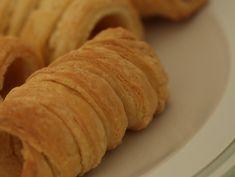 Rulouri cu crema de vanilie Biscuits, Bread, Food, Crack Crackers, Cookies, Brot, Essen, Biscuit, Baking