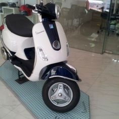 Two tone Vespa scooters available at some dealerships for extra price
