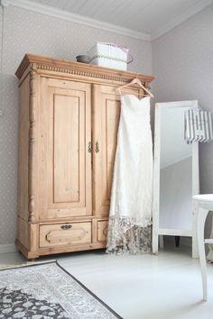 Nuapurissa: Suomen toiseksi kaunein koti Rattan, Wicker, Bohemian Decor, Cozy House, Armoire, Sweet Home, Rustic, Cabinet, House Styles