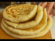 Bazlama - Turkish flatbread - Pekar i Pekarica Bosnian Recipes, Croatian Recipes, Turkish Recipes, Turkish Flatbread Recipe, Flatbread Recipes, Cooking Bread, Bread Baking, Fun Baking Recipes, Cooking Recipes
