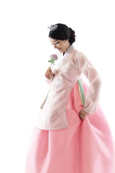 신부한복212 Korean Traditional Dress, Traditional Fashion, Traditional Dresses, Korean Women, Korean Girl, Lunar Festival, Korean Accessories, Culture Clothing, Korean Hanbok