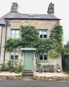 Travel - Little Cotswold Cottage and Summer in The Cotswolds - Roses and Rolltops Ideal Home Magazine, House And Home Magazine, Cute Cottage, Cottage Style, Cottage Exterior, Cotswold Cottage Interior, Cotswold Cottages, Cotswold House, Stone Cottages