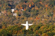 The largest Jesus statue in the USA , Eureka Springs Arkansas. When I was a little girl our family would bring our Texas relatives to see this. Lots of fun trips. Spring Photography, Photography Gallery, Arkansas Vacations, Eureka Springs Arkansas, Historical Landmarks, Beautiful Places, Amazing Places, Road Trippin, Vintage Photographs