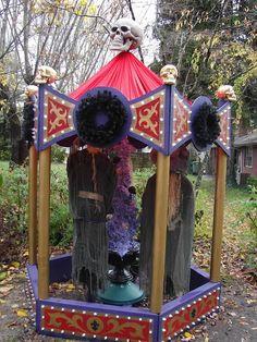 Halloween 2009 - Witches carousel - witches actually spin around cauldron. Halloween Clown, Halloween Cubicle, What Is Halloween, Halloween Karneval, Halloween Party Themes, Halloween 2014, Diy Halloween Decorations, Holidays Halloween, Haunted Halloween