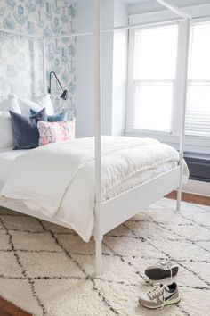 white four-poster bed