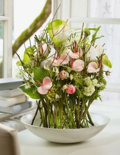 Early spring in a bowl - big and small Anthurium combined with hosta leaf… Modern Floral Arrangements, Vase Arrangements, Floral Artwork, Art Floral, Love Flowers, Beautiful Flowers, Modern Floral Design, Deco Floral, Ikebana